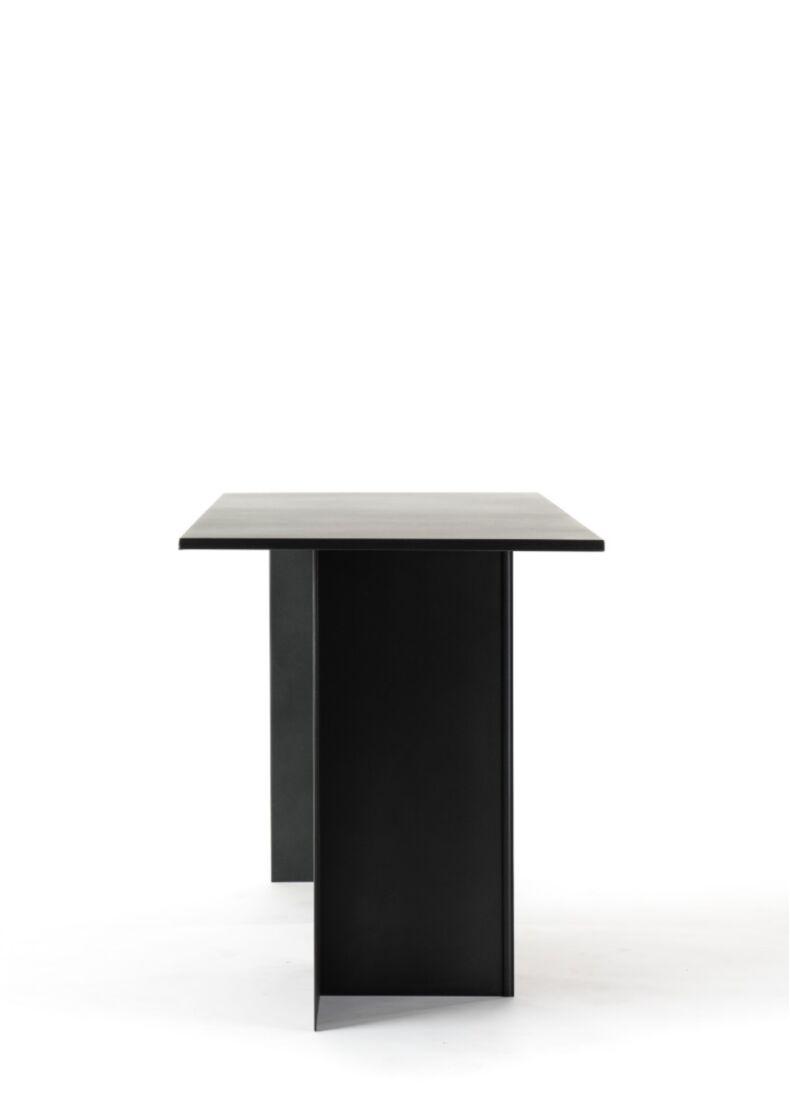 Tavolo di design con struttura in acciaio da showroom cm. 130x70x85h