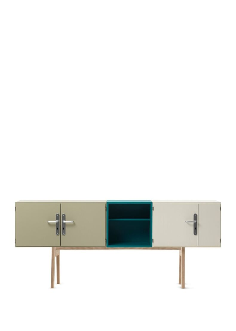 ROOMS Credenza in legno completa di 3 ante, 1 vano a giorno e 3 ripiani in massello di frassino americano cm. 225x45x95h